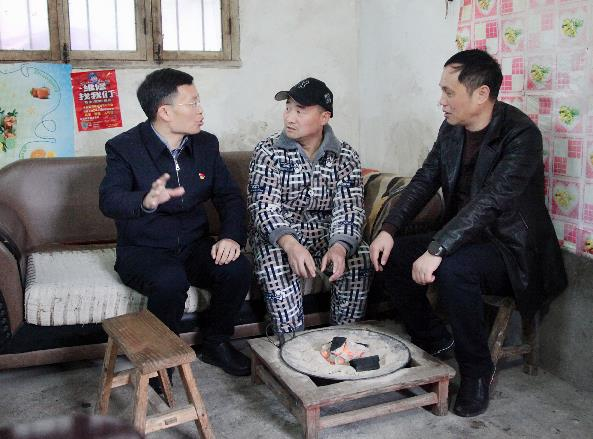 王佐:用责任与担当撑起教育扶贫的绿阴